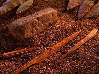 Grabados Ocre Cueva de Blombos300