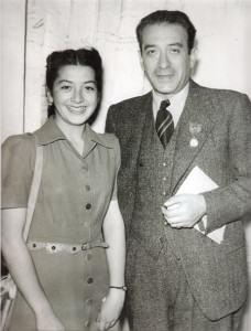Marcela Lombardo Otero con su padre Vicente Lombardo Toledano, en París en 1945, con motivo de la fundación de la Federación Sindical Mundial.