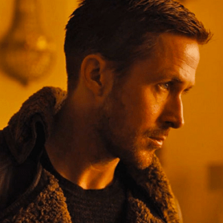 Frame de Ryan Gosling en el papel del agente K