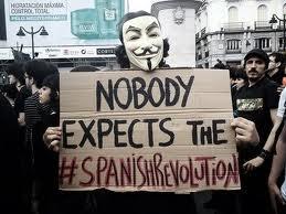 Fotografía de Un manifestante del 15-M en Madrid usando la máscara de V de Vendetta