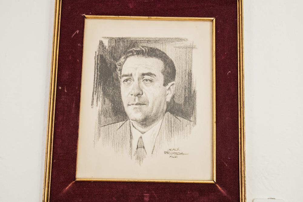 Biblioteca Patrimonio y cuadro de Vicente Lombardo Toledano dibujado por Pruneda
