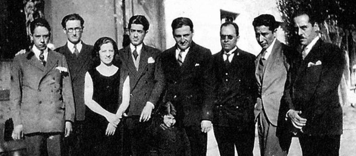 Célula de desterrados apristas en México, 1929. De izquierda a derecha: Pavletich, Carlos Manuel Cox, Magda Portal, Serafín Delmar, Haya de la Torre, Enríquez y Vásquez Díaz.
